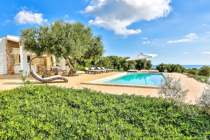 Pajare Francesi with seaview and pool