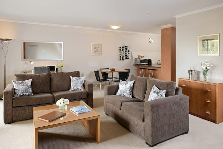 Ringwood Royale - Deluxe One Bedroom Apartment