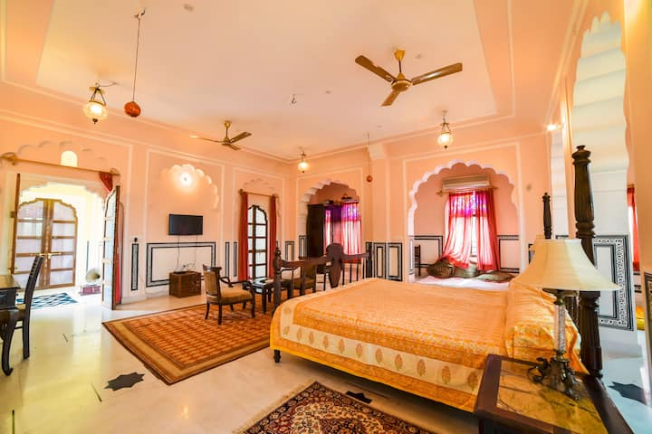 Samna Suite Heritage room in heart of the city