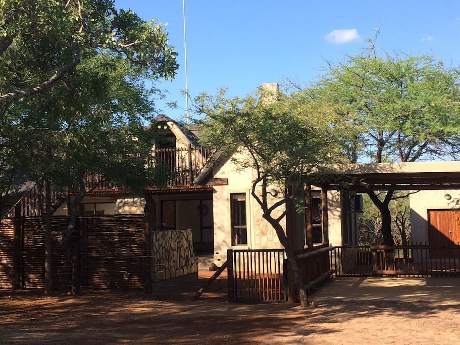 Entrance to Ilanga Lodge, double garage and big store room with washing machine and extra fridge.