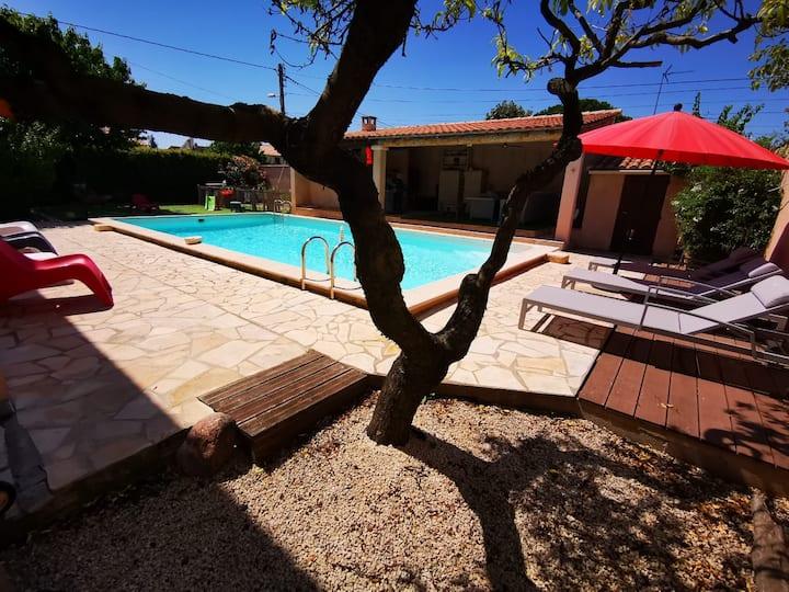 joli appartement indépendant avec piscine chauffée