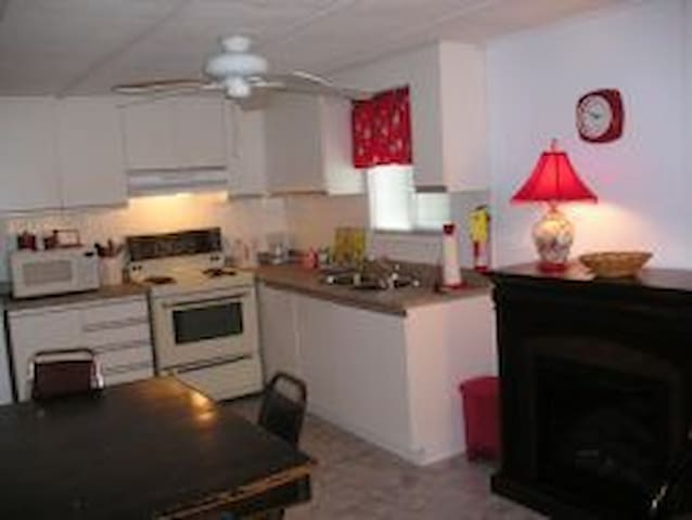 Wasaga Beach Cottage Rentals (3BR w/AC & Deck)