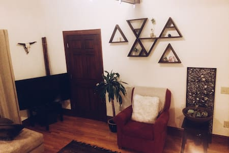 Charming One Bedroom Apartment - Madison - Apartment