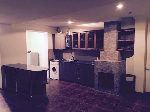 уютная квартира со всеми удобствами - Tskaltubo - Apartamento