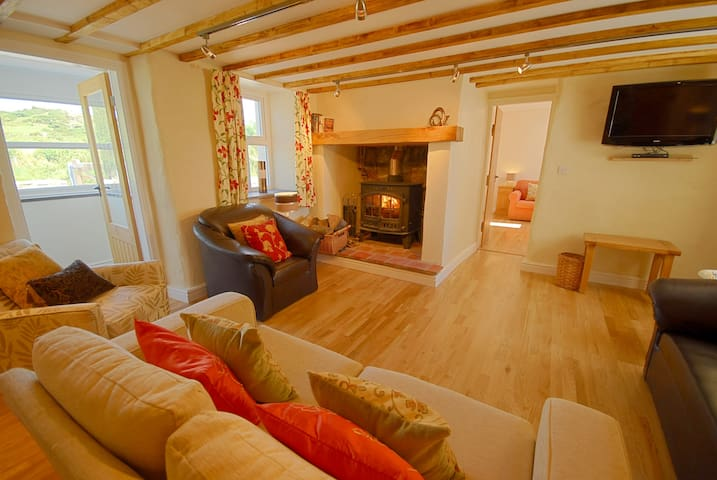 Church Bay Anglesey sleeps 6 (or 8 with sofa bed)