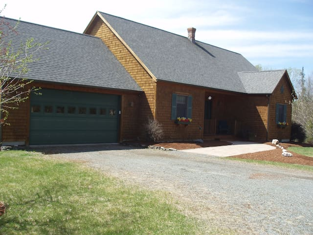 BEAUTIFULLY WHITEFIELD NH VACATION HOME