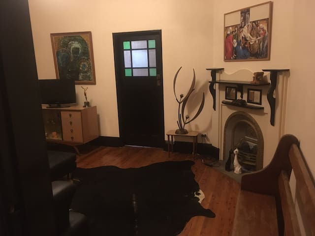 Edwardian House 8 MIN TRAIN TO CBD (NEAR STATION)