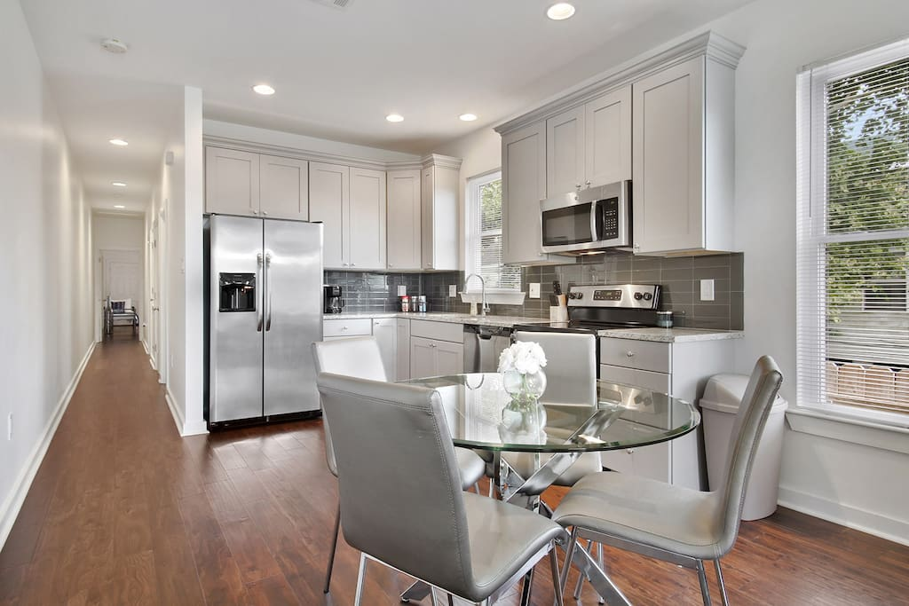 Gorgeous Kitchen and Dining!