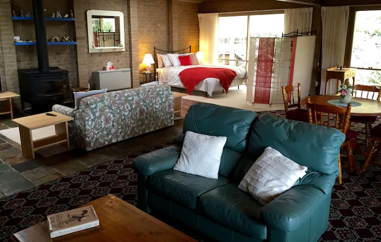 Welcome to a Studio Room on 10 Acres Hoddles Creek - Hoddles Creek - Casa