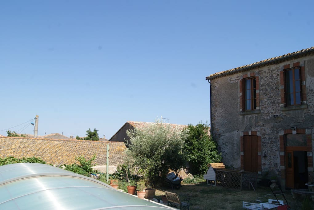 Chambre d 39 h te de la tour guesthouses for rent in for Chambre hote narbonne