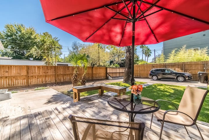 Bungalow in the Heights-Casa 424