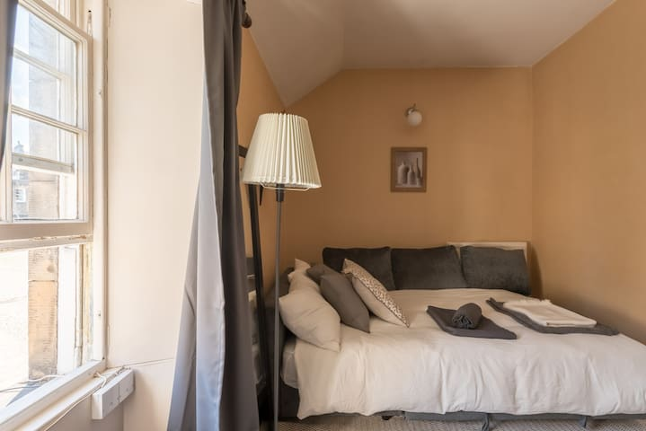 Large Double Bedroom in Old Town