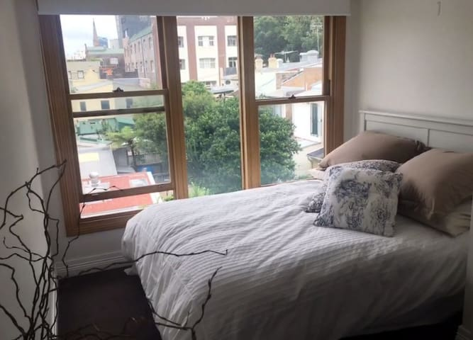 Top floor private room in inner city terrace! - Chippendale - Maison