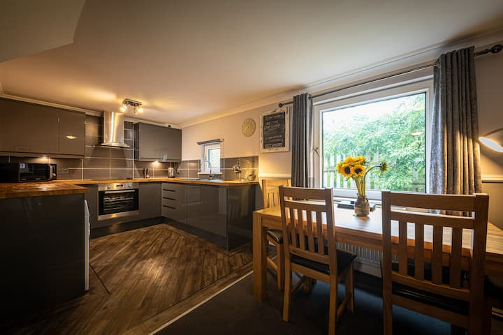 Stylish 4* House, Garden, Parking, Central Portree