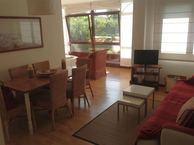 Bajo de 2 habitaciones y 2 salones con gran jardín - Ribeira - Appartement