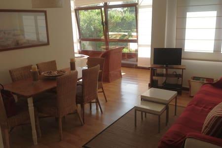 Bajo de 2 habitaciones y 2 salones con gran jardín - Ribeira