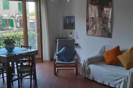 Spazioso appartamento con giardino