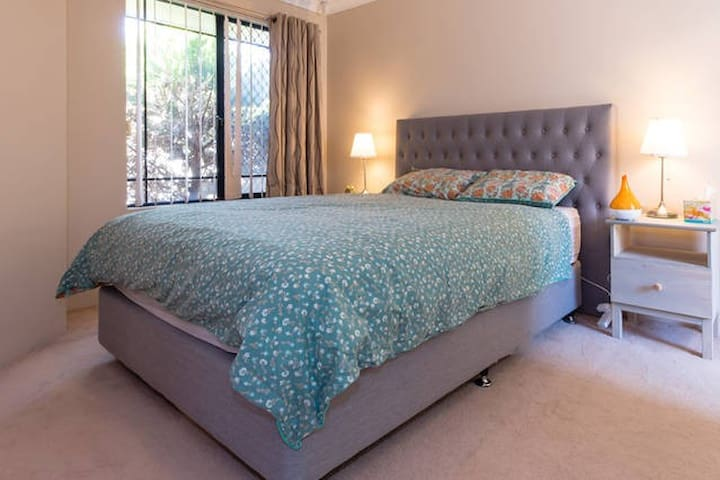 Quiet Master Bedroom with Ensuite - Tuart Hill - Townhouse