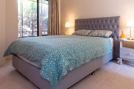Quiet Master Bedroom with Ensuite - Tuart Hill