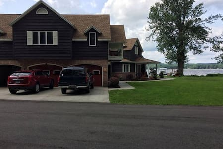Beautiful Chautauqua lakefront home - Lakewood - Maison