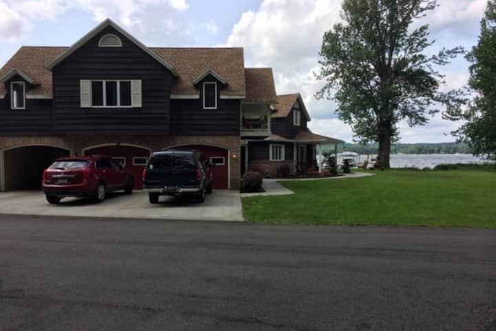 Great Lake front with first floor bedroom & bath