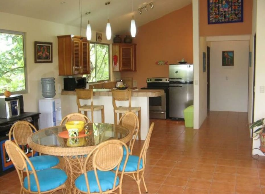 Fully equipped kitchen and dining room