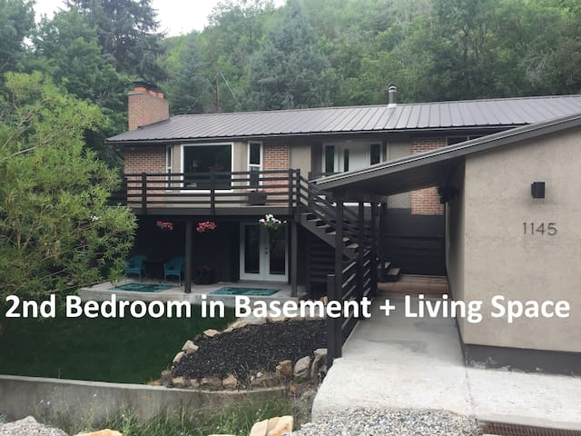 Pinecrest - Off The Beaten Path! 2nd Bedroom