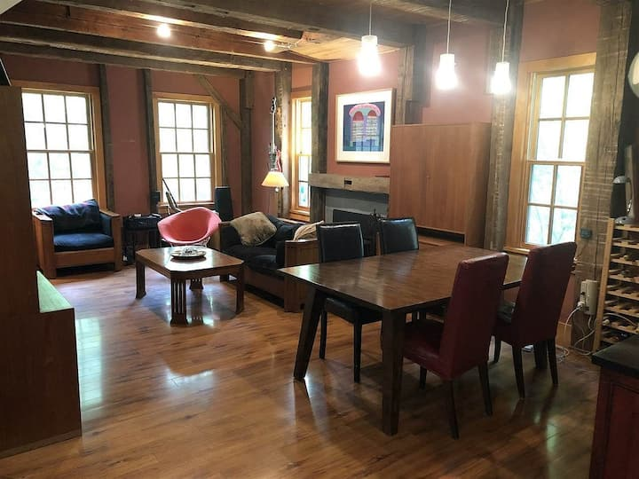 Custom home on 28 acres, only 8 mins to Saratoga