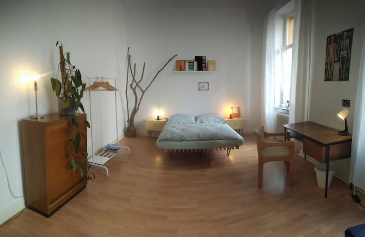 Spacious room in beautiful area for 2 people