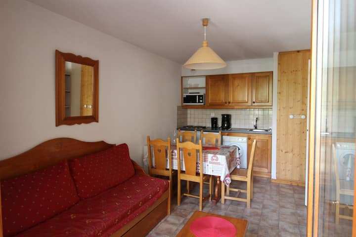 ESS010M - Apartment for 5 persons in the village and near slopes