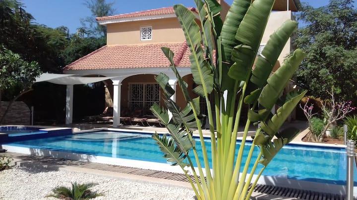Villa-Marjolaine, piscine et spas privatifs.
