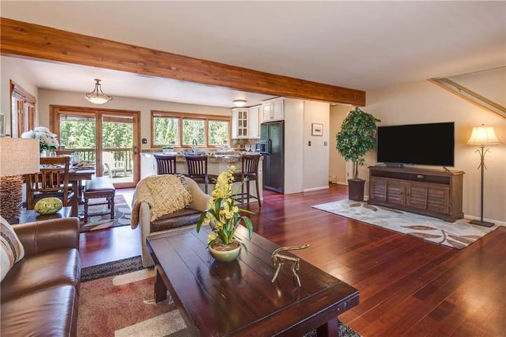 Open living room, dinning and kitchen with amazing mountain views and wrap around deck!