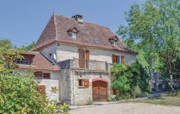 Holiday cottage with 5 bedrooms on 350 m² in Profarens