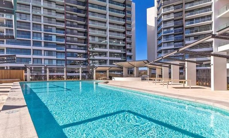 Central Canberra Resort Style Apartment - pvt room