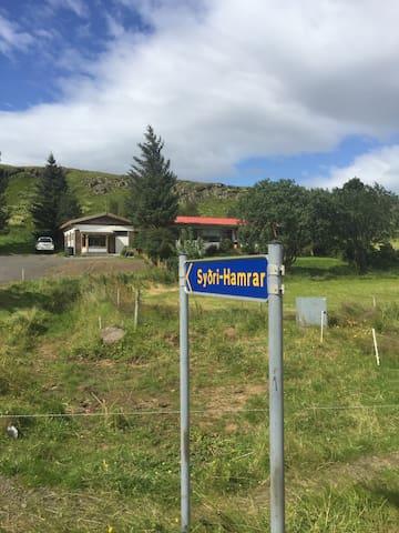 Guesthouse Syðri-Hamrar 3