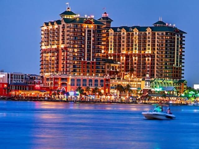 Emerald Grande SPR/BK SPECIALS. $213/NIGHT NO TAX