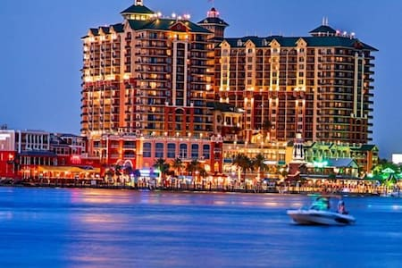 Emerald Grande SPECIALS  LATE AUG & EARLY SEPT