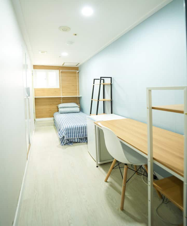 Easy access to Gangnam, Privete room, Cheap price!