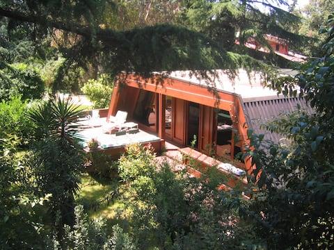 Boheme Cottage com piscina