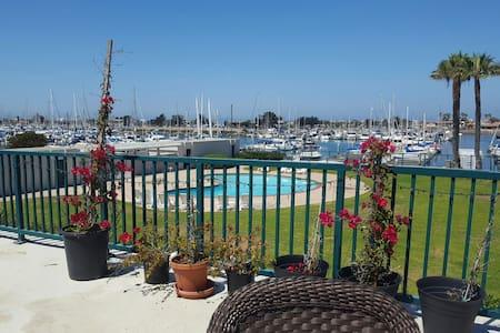 Bright Harbor Water View/min 5 days - Oxnard