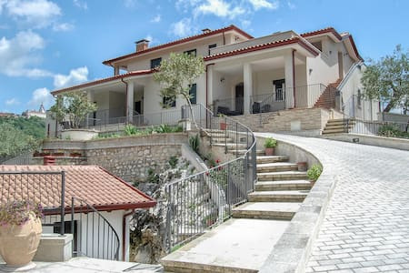 Casa Elisabetta Short Lets/Apart. Ulivo - Caposele - Ház