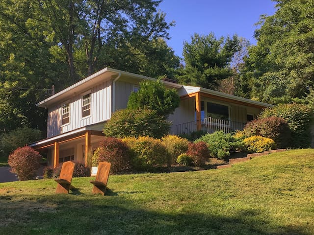 Bright, clean, home with land, close to town. - Rhinebeck - Haus
