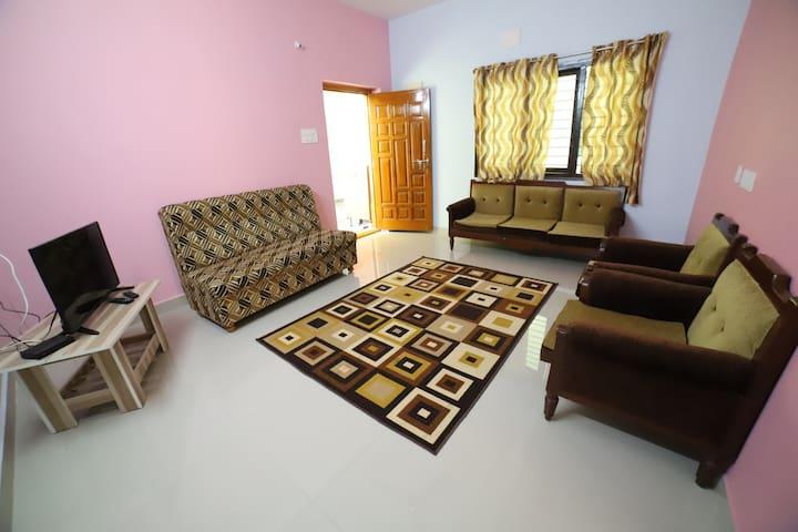Tirupati Homestay, 203 |AC| breakfast