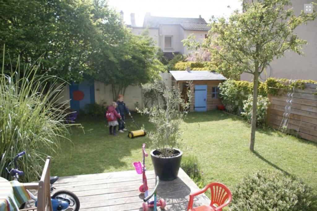 maison de ville avec jardin dans quartier calme maisons. Black Bedroom Furniture Sets. Home Design Ideas