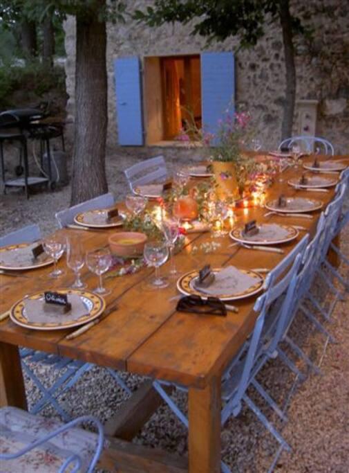 Grande table extérieure
