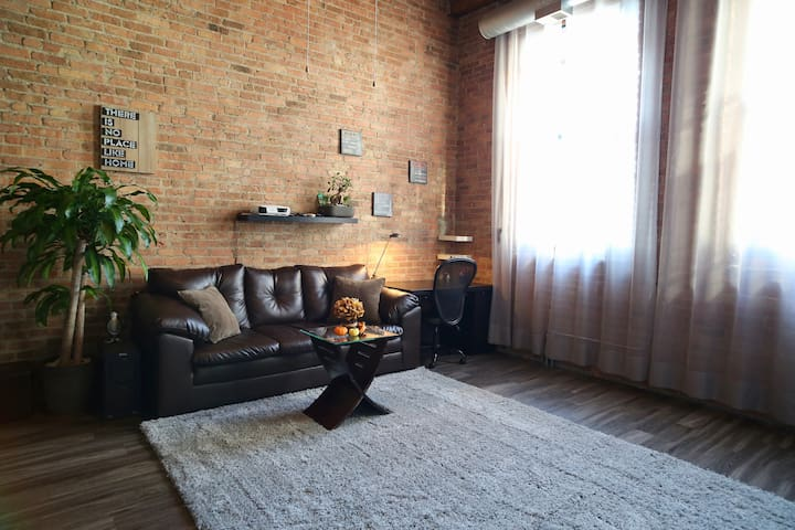 Stylish Loft South Loop *FREE PARKING*