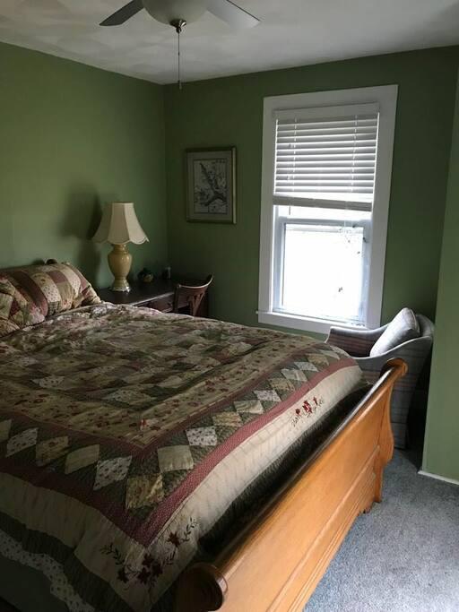 Hummingbird room queen bed