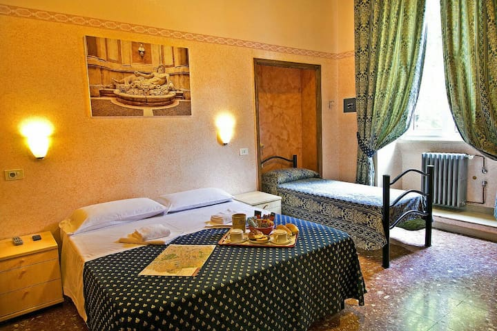 Comfortable room near the Colosseum
