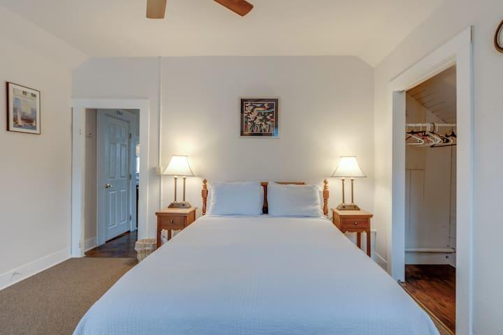 Astoria Studio bedroom
