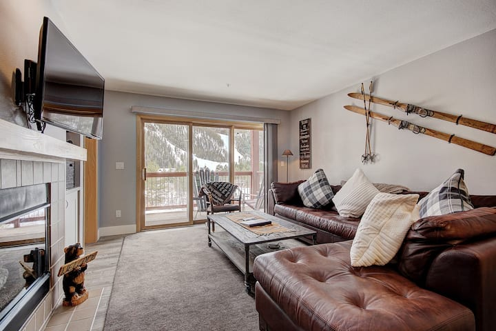 Beautiful Property in Cinnamon Ridge with Amazing Views - Walk to the Slopes!